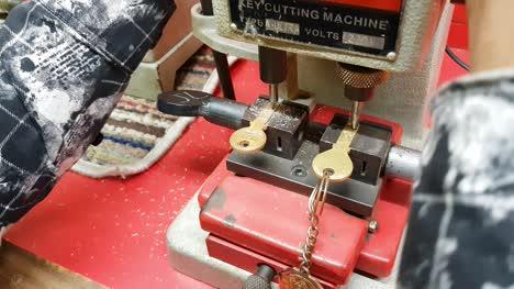 Karnataka-/-India-Closeup-of-a-worker-making-a-duplicate-key-with-a-machine