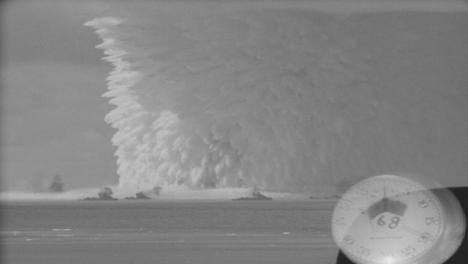 1946-Examen-De-Bomba-Nuclear-Estadounidense-En-El-Mar