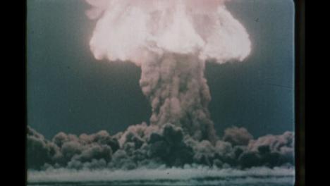 1950s-Soviet-Nuclear-Bomb-Test-Explosión-02