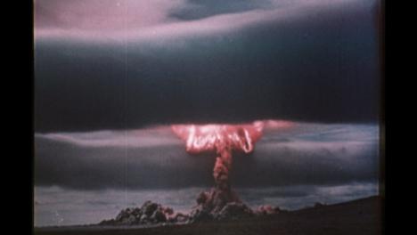 1950s-Soviet-Nuclear-Bomb-Test-Explosión-04