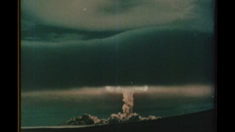 1951-Soviet-Nuclear-Bomb-Test-Explosión-Destroying-Surroundings