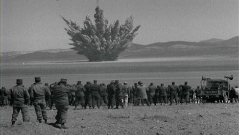 Amerikanisches-Militärpersonal-Der-1950er-Jahre-Beobachtet-Unterirdischen-Atomtest