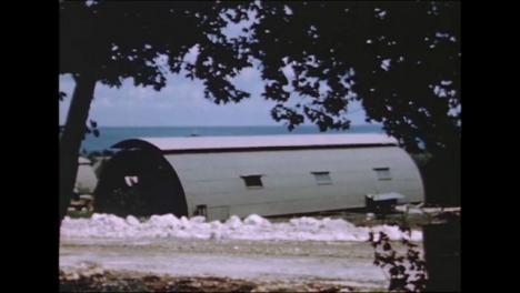 1945-Fat-Man-Y-Little-Boy-Preparativos-De-La-Bomba-Atómica-En-Tinian-Island-003