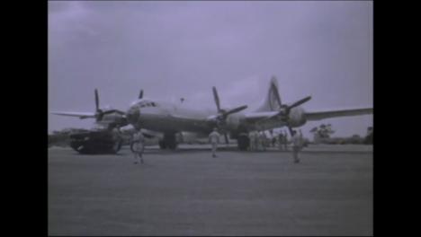 1945-Fat-Man-Y-Little-Boy-Preparativos-De-La-Bomba-Atómica-En-Tinian-Island-017