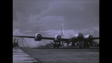 1945-Fat-Man-Y-Little-Boy-Preparativos-De-La-Bomba-Atómica-En-Tinian-Island-018