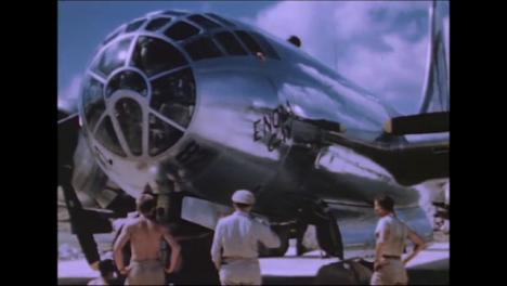 1945-Fat-Man-Y-Little-Boy-Preparativos-De-La-Bomba-Atómica-En-Tinian-Island-026