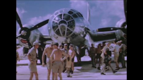 1945-Fat-Man-Y-Little-Boy-Preparativos-De-La-Bomba-Atómica-En-Tinian-Island-030