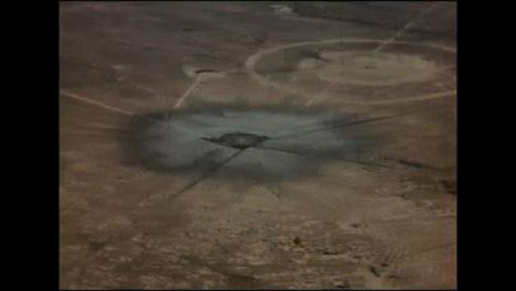 Clip-De-Archivo-Del-Cráter-Dejado-Por-La-Prueba-De-Bomba-Atómica-Trinity-01