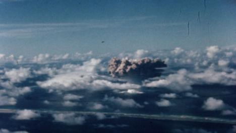 1946-Baker-Atomic-Bomb-During-Operation-Crossroads-at-Bikini-Atoll-001