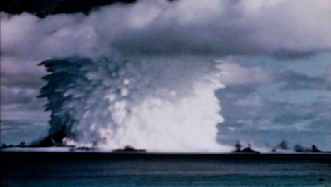 1946-Baker-Atomic-Bomb-During-Operation-Crossroads-at-Bikini-Atoll-019