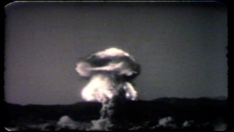 1957-Priscilla-Explosión-De-Una-Bomba-Atómica-Durante-La-Operación-Plumbbob-03