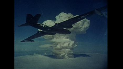 1959-Avión-Americano-B-57b-En-Misión-De-Muestreo-De-Nubes-Durante-La-Examen-Termonuclear-En-El-Atolón-Bikini