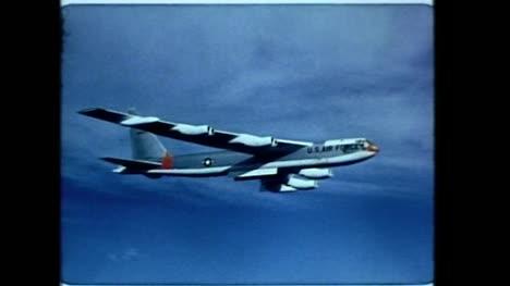 Archivclip-Eines-Amerikanischen-Bombers-Im-Flug-Während-Des-Betriebs-Dominic
