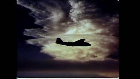 Archivclip-Eines-Amerikanischen-Flugzeugs-Im-Flug-Während-Des-Betriebs-Dominic