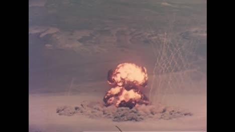 Archivclip-Der-Atombombendetonation-Während-Des-Betriebs-Teekanne