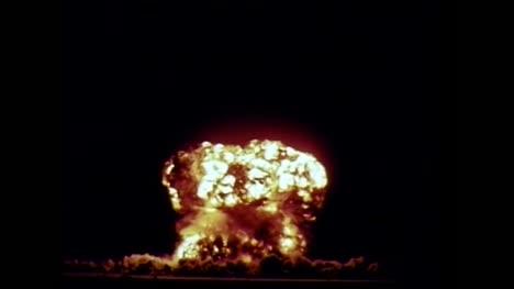Archivclip-Der-Detonation-Einer-Atombombe-Während-Des-Betriebs-Plumbbob-02