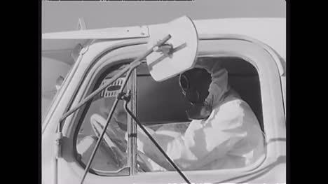 1960-Personal-Militar-Francés-Se-Somete-A-Análisis-De-Explosión-Nuclear