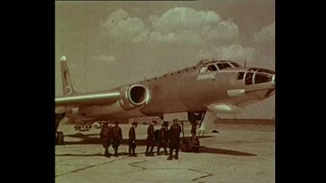 1956-Personal-Militar-Soviético-A-Bordo-Del-Jet