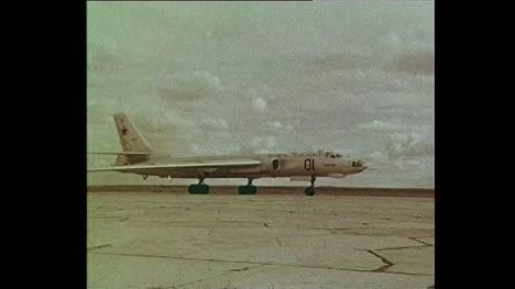 1956-Aviones-Soviéticos-Despegando-Del-Sitio-De-Pruebas-De-Semipalatinsk