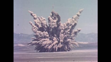 1955-Unterirdische-Atomexplosion-Während-Des-Betriebs-Teekanne