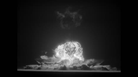 Archivclip-Der-Atombombenexplosion-01
