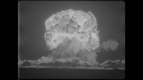 Archivclip-Der-Atombombenexplosion-02