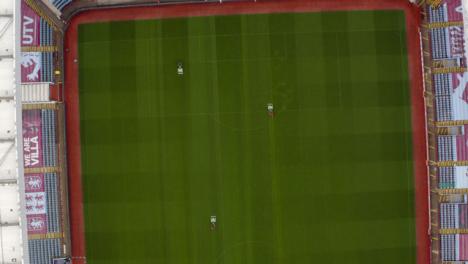 Drohnenschuss-Tracking-Von-Platzwarten-Im-Villenpark-02
