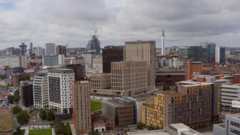 Drone-Shot-Orbitando-Sobre-El-Centro-De-La-Ciudad-De-Birmingham-02