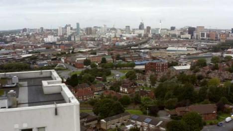 Drone-Shot-Flying-Tower-Flats-En-Birmingham-Inglaterra