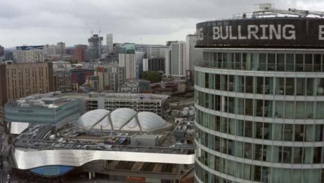 Drone-Shot-Volando-Alrededor-Del-Edificio-De-La-Rotonda-En-Birmingham