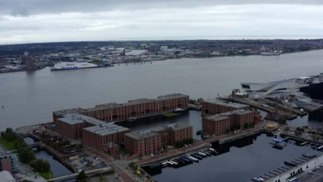 Drone-Shot-Orbitando-Royal-Albert-Dock-02