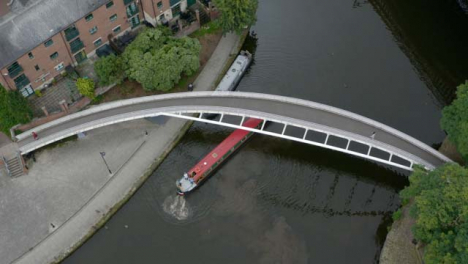 Overhead-Drone-Shot-Orbiting-Boat-At-Castlefield-Canals-02