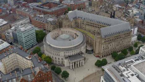 Drone-Shot-Orbitando-La-Biblioteca-Central-De-Manchester-01