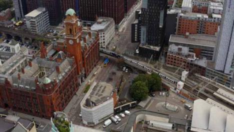 Drohnenschuss-Tracking-Zug-In-Der-Nähe-Von-Manchester-Piccadilly-Station-01