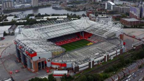 Disparo-De-Dron-Orbitando-El-Estadio-Old-Trafford-07