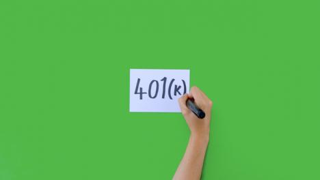 Mujer-Escribiendo-401k-En-Negrita-Con-Pantalla-Verde