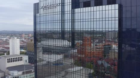 Drohnenschuss-Umkreist-Das-Hyatt-Regency-Hotel-und-Enthüllt-Die-Bibliothek-Von-Birmingham