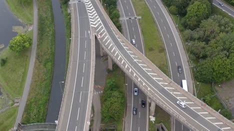 Drohnenaufnahme-Nach-Zug-Unter-Autobahnbrücke-01