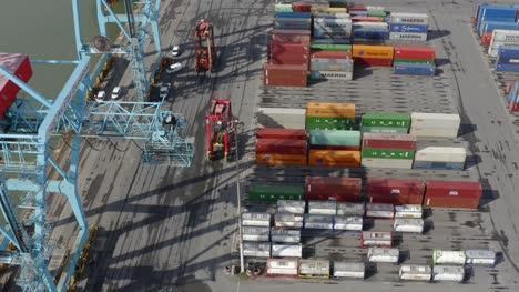 Drohnenschuss-Tracking-Gabelstapler-Am-Hafen-Von-Liverpool-03