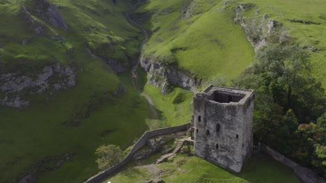 Drohnenschuss-Umkreist-Peveril-Castle-01