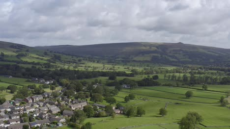 Drone-Shot-Pulling-Away-from-Edale
