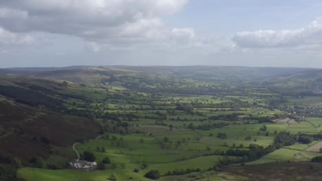 Drone-Shot-Pulling-Away-from-Peak-District-Skyline-01