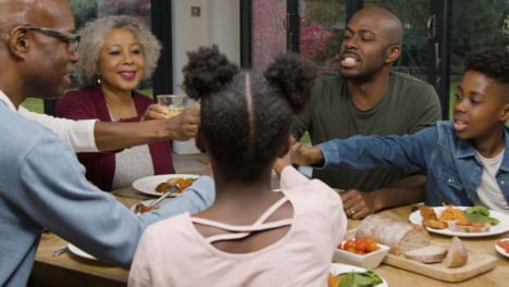 Family-Bringing-Their-Drinks-Together-to-Say-Cheers-Before-Meal