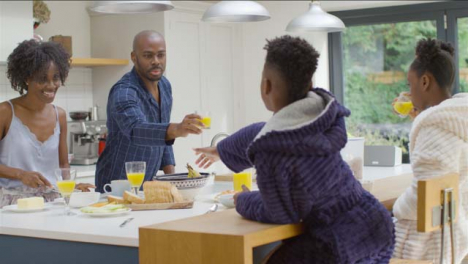 Family-Having-Breakfast-Together-at-a-Kitchen-Island-