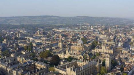 Drohnenschuss-Zieht-Sich-Vom-Radcliffe-Kameragebäude-In-Oxford-Weg