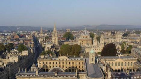 Drohnenschuss-Im-Orbit-Von-Gebäuden-In-Oxford-03