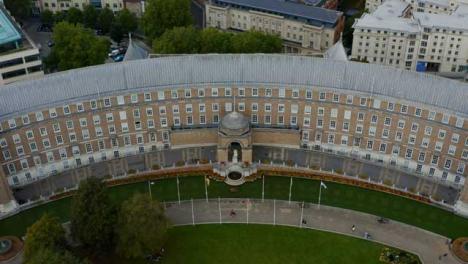 Drone-Shot-Alejándose-Del-Edificio-Del-Ayuntamiento-De-Bristol-01