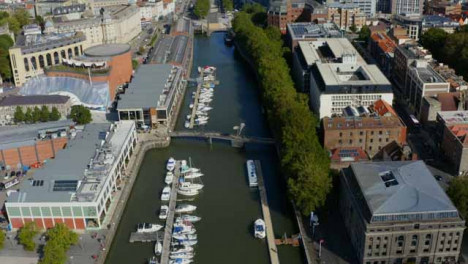 Drone-Shot-Acercándose-A-Bristol-Waterfront-02