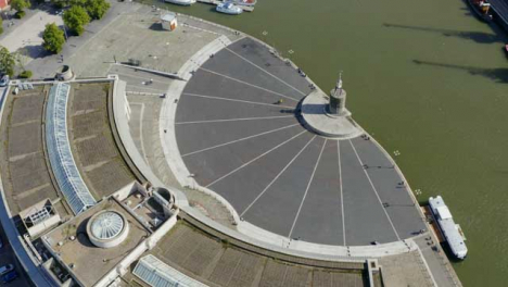Drone-Shot-Acercándose-A-Bristol-Waterfront-03