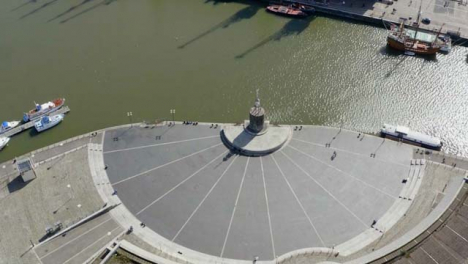 Drone-Shot-Acercándose-A-Bristol-Waterfront-04